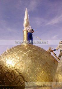 pemasangan kubah masjid kuningan