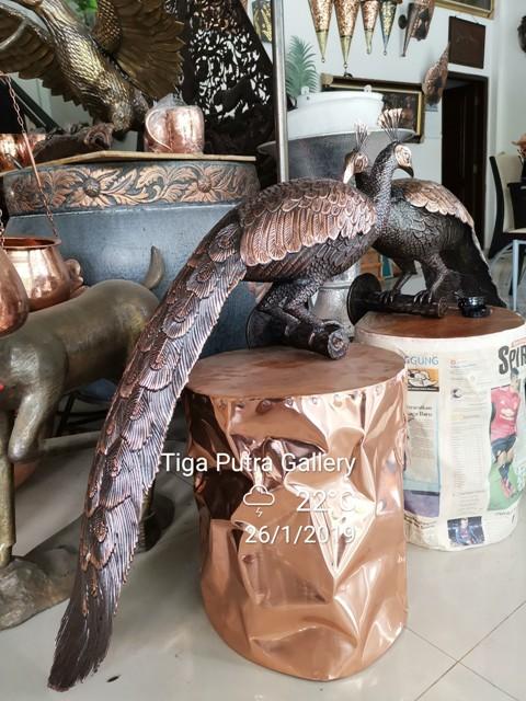 Patung Burung Merak Tembaga