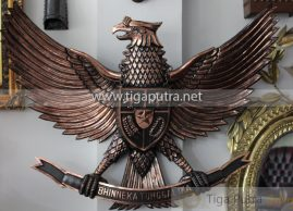 kerajinan Tembaga Lambang Burung Garuda Tembaga